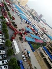 盛鑫红场小区对面审车区大货车太吵了