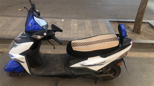 出售二手踏板電動車,72v大電瓶,車況良好,手續齊全,有需要的朋友請聯系我!