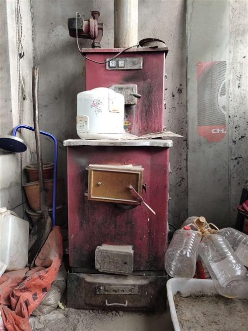 按图顺序。可带三百平方锅炉。养碳炉子(可改烤箱)。马桶一个(没用多长时间,合理就卖)气瓶三个。松乐麻...