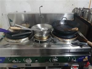 炒菜炉出售,火力?#20572;?#25165;买半个月,9.9成新,由于店面和厨房小用不了这给大的灶台,所以便宜处理了!
