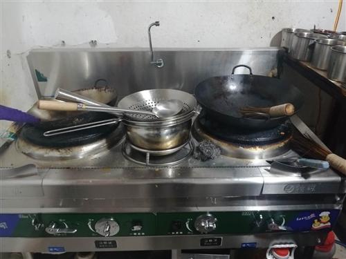 炒菜炉出售,火力猛,才买半个月,9.9成新,由于店面和厨房小用不了这给大的灶台,所以便宜处理了!