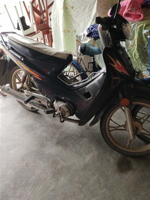 家用弯梁摩托车很好,车子不管放多久,一打就着,质量耐用,由于在外地,便宜处理,950元