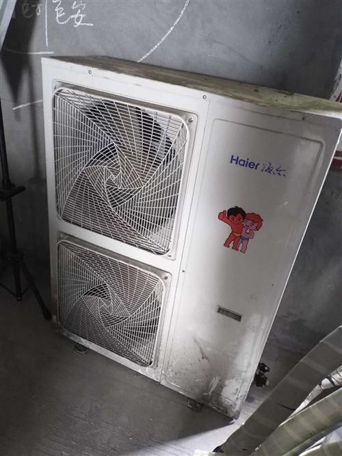 海尔5匹中央空调,六头的煮面炉,乐创的冷冻操作台,四头商用电磁炉,店铺开不下去,撤了,从开业到关门不...