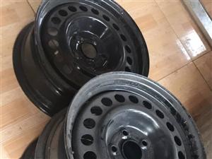 因更换铝合金轮毂,现闲置四个铁轮毂, 几乎全新,型号    205/65R15!!! 便宜出,有...