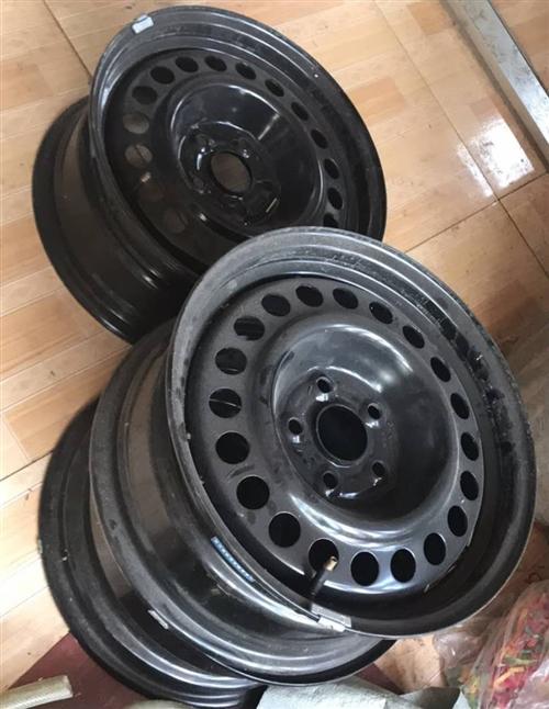 因更換鋁合金輪轂,現閑置四個鐵輪轂, 幾乎全新,型號    205/65R15!!! 便宜出,有...