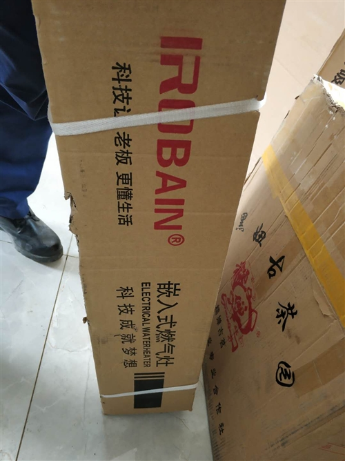 老板煙機,爐頭,全新。原價煙機2680元,爐頭1290元,由于買錯了,現賠錢出售有需要的速度議價聯系