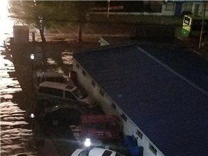 齐齐哈尔人民小区居民楼的路灯频闪!需要及时修理!