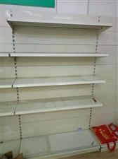 超市房租到期,出售二手貨架多套八九成新,有意者電話聯系,價格便宜,面談。非誠勿擾!