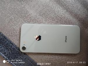 苹果8。64 g。刚买不到两个月。因为想换个x用所以便宜点卖。没有暗病。没进过水。没拆修过。 配件齐...