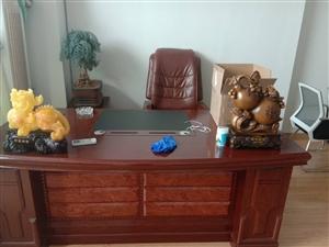 一米五大鱼缸及老板桌,老板椅,书橱