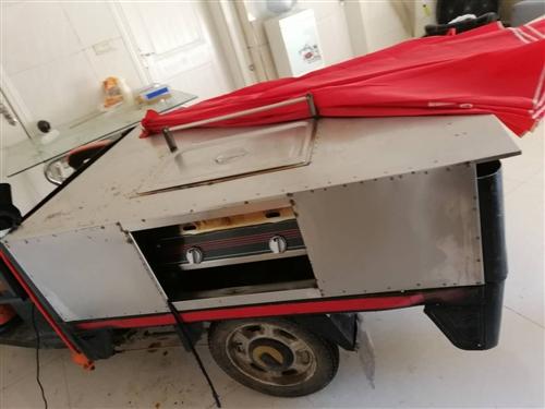 二手三輪車,金彭牌子,專用小吃車,電焊,炸鍋,煤氣罐都有,需要的速聯系