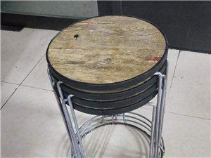 一桌四凳,50元一套,全新,桌子1.2米*0.6米,凳子放的下�有�c�L�P,不影�使用,�h�t院附近取�...