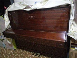 一架自用钢琴出售,有意购买者可随时看琴,位置军校街?#25151;?#19996;走一百米