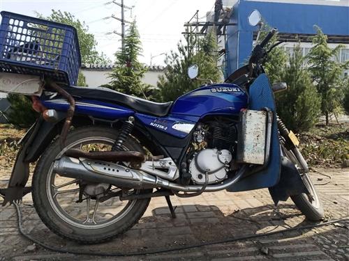 铃木钻豹125摩托车,平时不咋骑,白菜价1600元,谁要速联系15003799987。