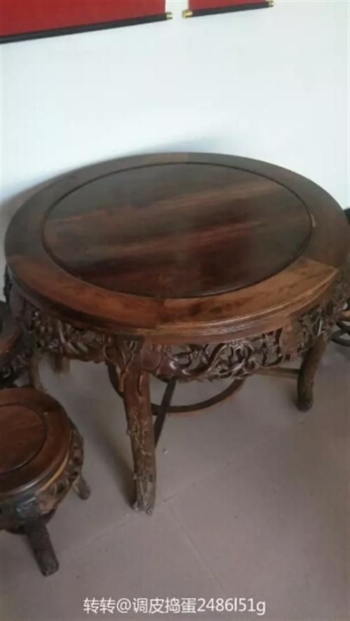 八仙桌 四個凳子一個桌子
