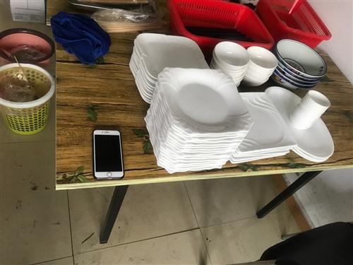 出售冰柜,展示柜,烧烤架,厨房整套设施,可分开,可打包。15062610224