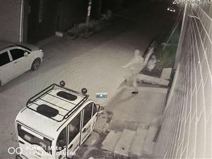 被人打击报复砸车砸家大门