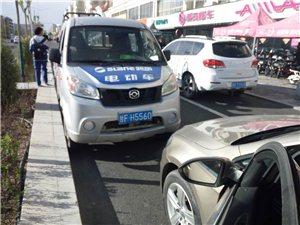 嘉峪�P五一路(某��榆��Yu店�T前)人行道,逆向停靠。