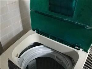 一台二手海尔小神童洗衣机,一台海尔电视机。
