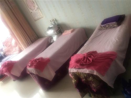 四张美容床,整体沙发,整体货柜,价格面议(可分开购买)