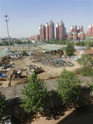 时代家园后面的废品收购站噪音扰民,还有灰尘希望有关领导给管理一下。
