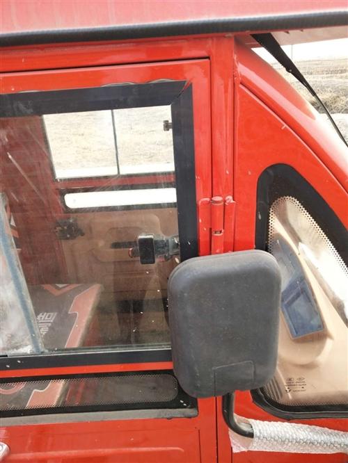 红色电动三轮房车,小吃美食车,因个人原因,急需用钱,低价出售,可面议电话号码13904073043