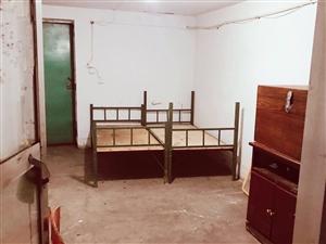 粮站坡七楼单间房400元/月