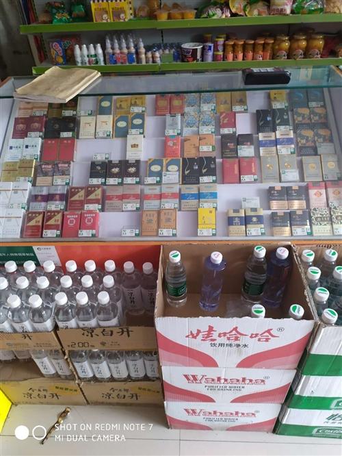 自己定制的烟柜,推拉方便,下有储物柜可放烟。