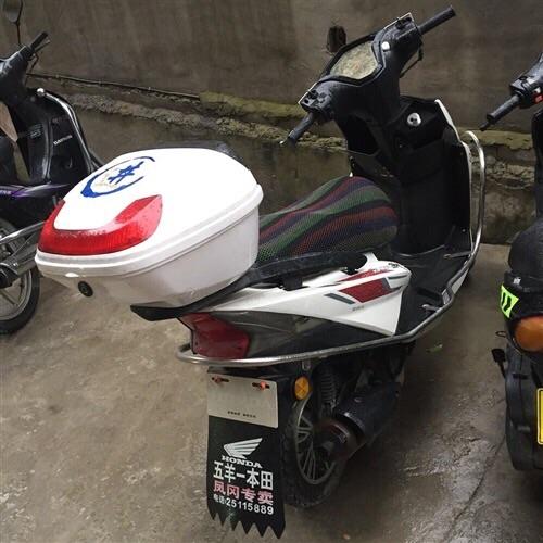 踏板车出售 证件弄丢了 一年的车子 车况无问题 1800诚心要的价格可以商量 17785356263