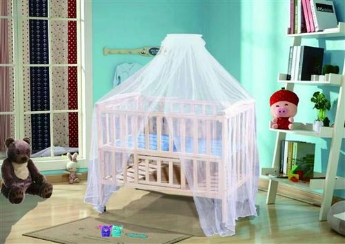 本公司處理一批實木嬰兒床尾貨,低價處理,環保無味!