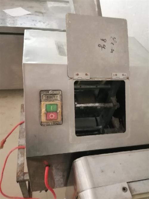 处理全套饺子皮机,压面机,和面机,拌馅机,保温快餐柜,操作台冰柜,四开门冰柜,抽烟净化器等饭店用品