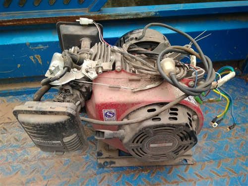 电动三轮车发电机,买来只用了几个月,新的一千多的,现在不用?#35828;图?#22788;理,联系电话18696616210