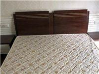 一张床,两个床头柜,一个床垫,都是8成新,我家在绿洲湾小区,如诚意,请来电13429092520,家...