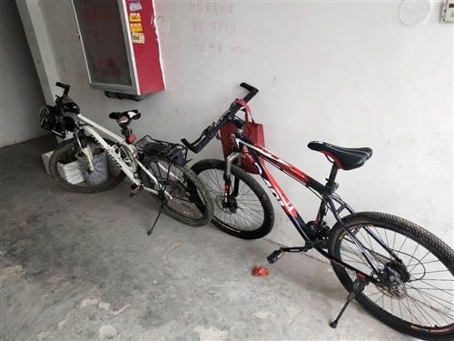 外出兩輛變速自行車出售!給錢都賣!