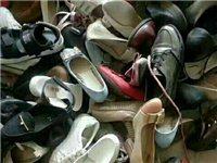 """舊衣物身處""""雞肋""""的窘迫局面,放著占用空間,扔了又不舍,回收舊衣物是一個既便民、又利民、又環保的好事..."""