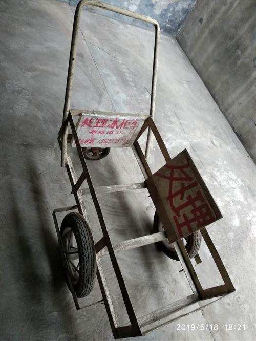 出售处理活动冰柜车一个。