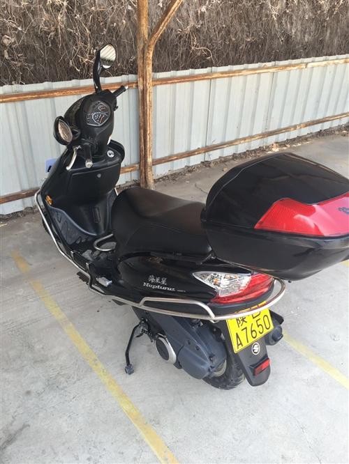铃木海王星踏板摩托车。原价9500,骑行18000公里,14年购买。证件齐全,未上牌照。