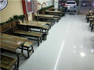 3个圆桌,13个长桌,带椅子。吧台一套!