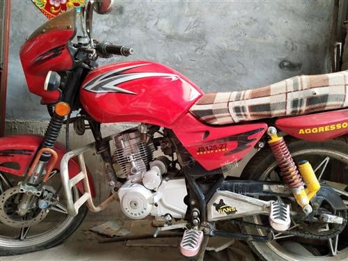 处理,二轮摩托车,因为换车,骑不着了,便宜处理,捡漏的来,900元电话13722495262