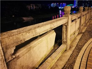 沿河栏杆損坏,特别危险