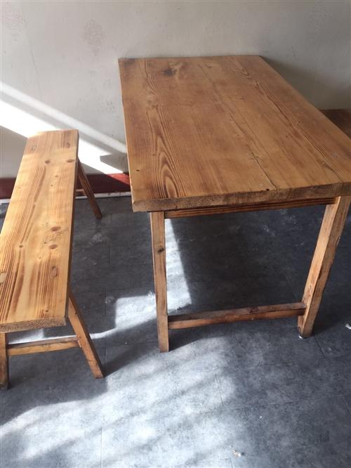 有桌椅板凳、切菜機、抽煙機、壁扇、洗碗池等。有要的請聯系