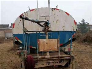 出售: 本人有一辆东风康明斯六缸发动机十二方洒水车一辆,需要得请联系18220471199出售或出...