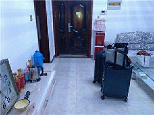 扬坤高中对电梯七楼3室 2厅 1卫800元/月