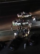 出租车撞倒自行车