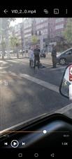 胜利市场路口有一老人被撞