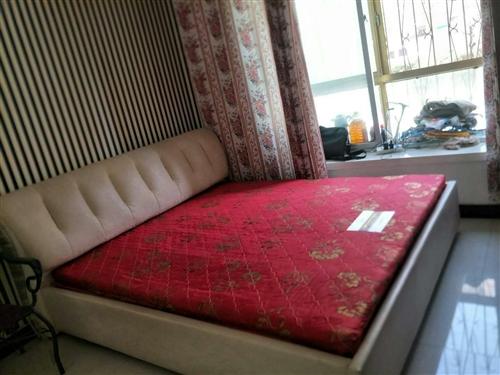 1.5米带床垫,九成新大床,低价出