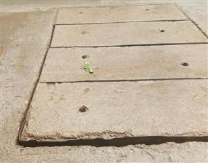 生活小区路面施工质量差,留下安全隐患。