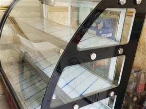 低价处理展示冰柜,猛火灶,和面机,煮面炉,有意者请联系15229705483