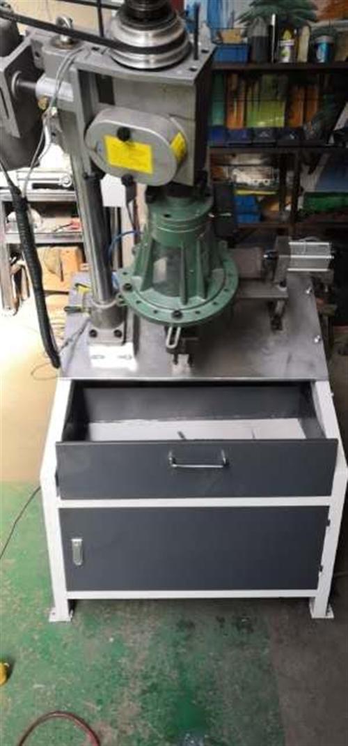 自主研发自动攻丝机钻孔机