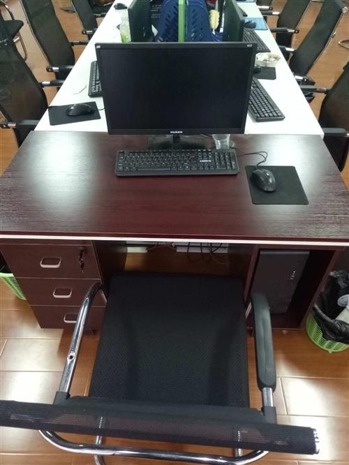 低價處理九成新辦公桌椅,電腦,會議桌,打印機,投影儀等辦公用品,有需要的請聯系17585363617